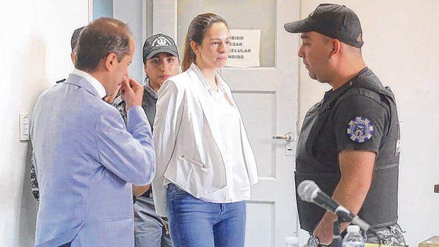 Acusada. Julieta Silva llega a la sala para escuchar los alegatos. Luego sufrió una crisis de llanto y debió salir.