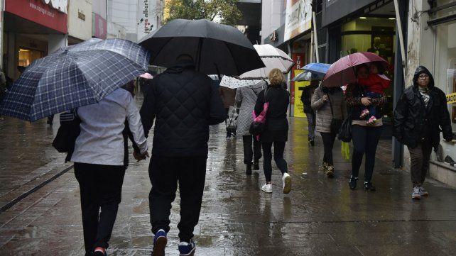 El fin de semana se presenta de la peor manera: frío y lluvia