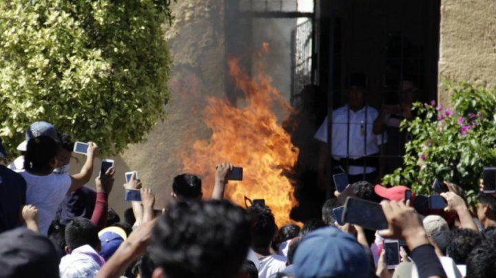 Acusaron a dos hombres de un secuestro y los quemaron vivos en México