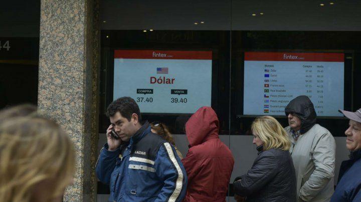 La medidas que tomó el Banco Central lograron contener la escalada de la divisa estadounidense.