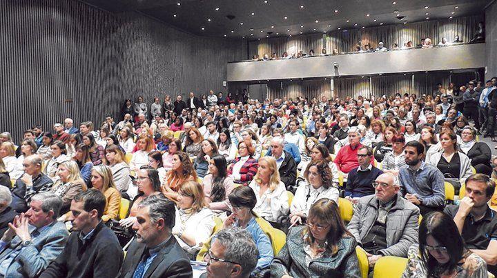 Multitud. Una concurrencia masiva se dio en la exposición de los funcionarios esta semana en la Bolsa de Rosario.