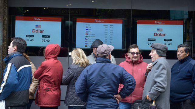 Mercado. El dólar cerró en Rosario a un precio levemente menor al del jueves.