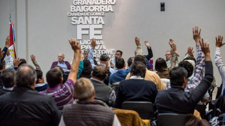 Aprobado. El plenario de sindicatos de Festram votó el plan de lucha.