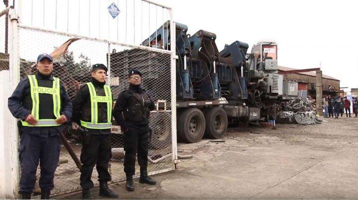 Compactan autopartes incautadas en desarmadero ilegal y lo recaudado obras benéficas