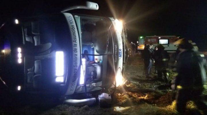 Una mujer muerta y 27 heridos tras volcar un ómnibus de larga distancia en el acceso a San Justo