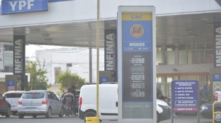 Las naftas volvieron a subir y la súper en Rosario roza los 34 pesos