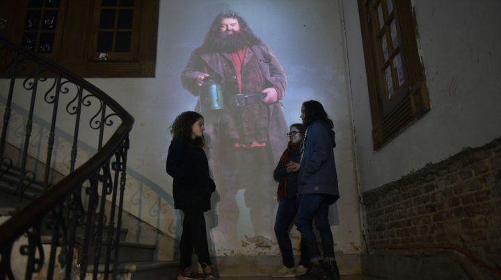 Impronta. Los personajes de la saga se adueñaron de los rincones de la facultad de Entre Ríos al 700.