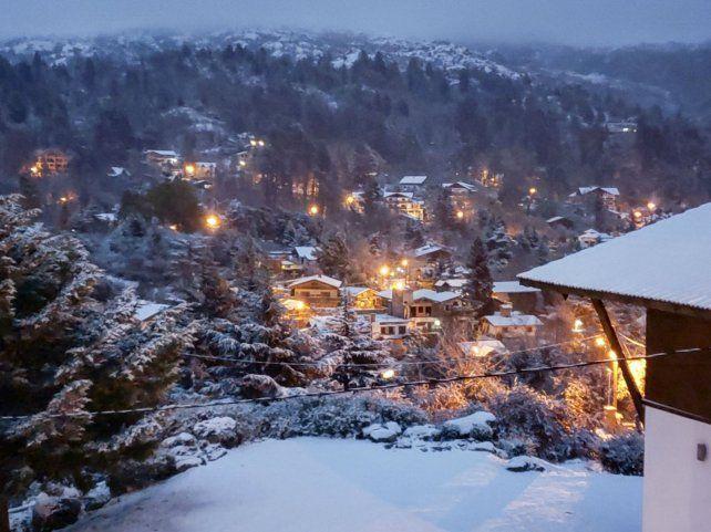 La localidad de La Cumbrecita se cubrió de nieve