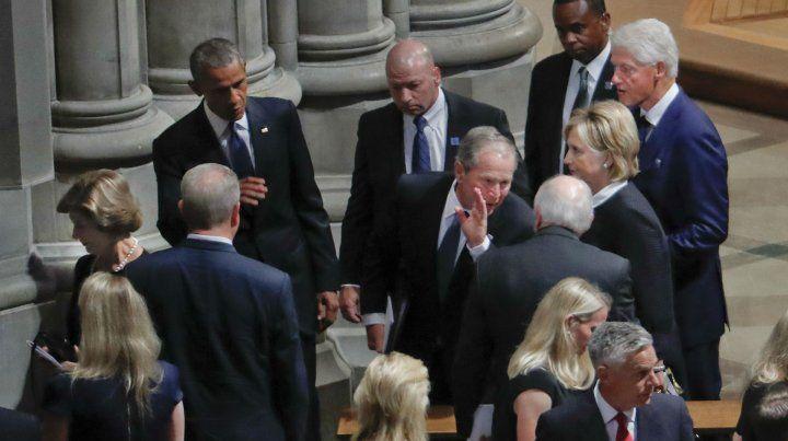 Ex presidentes despidieron los restos del senador McCain.