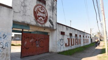 Un pulmón para el barrio. La fachada del predio de 27 de Febrero al 4200 conserva el nombre del club.
