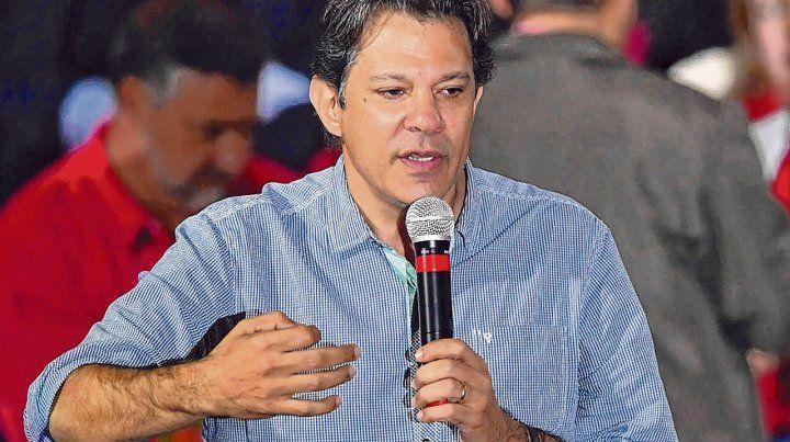 Mochila pesada. Fernando Haddad