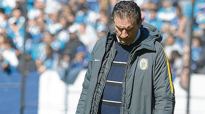 Sin palabras. Edgardo Bauza se fue caliente del Cilindro por la derrota canalla.