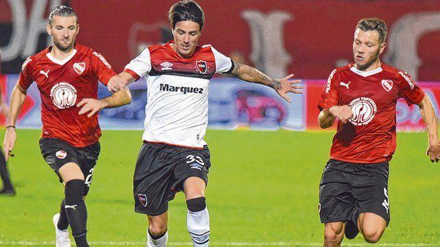 En el Coloso. El Gato volvió al Parque y jugó los últimos 12 ante Independiente. Hoy va de entrada.