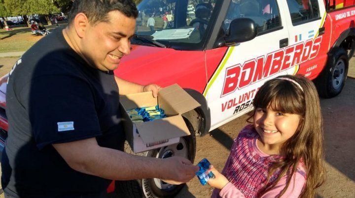 En el Mes de la Infancia, los bomberos voluntarios agasajaron a los niños