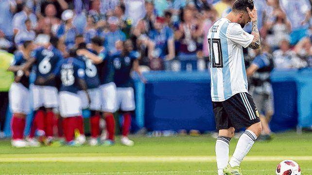 Dolor mundialista. Messi terminó frustrado en la derrota contra Francia en Kazán. Leo no jugó un buen Mundial en Rusia.
