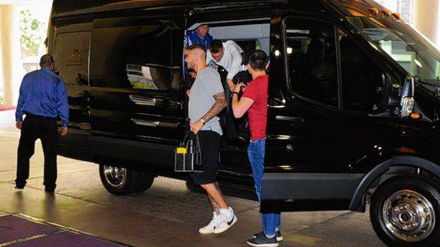 En tierra yanqui. Icardi llegó a Los Angeles con una molestia muscular y es duda.