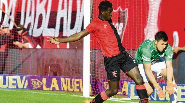 En acción. El guineano Zé Turbo mostró poco en el primer partido con la rojinegra.