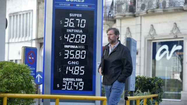 Las naftas sufrieron un fuerte aumento y la premium ya cuesta 42 pesos