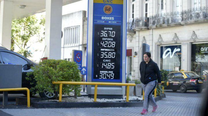 Las pizarras registran un nuevo aumento en el precio de los combustibles.