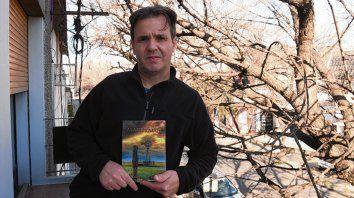 Pasión. Digerolamo y su libro Alambrados, que presenta este viernes.