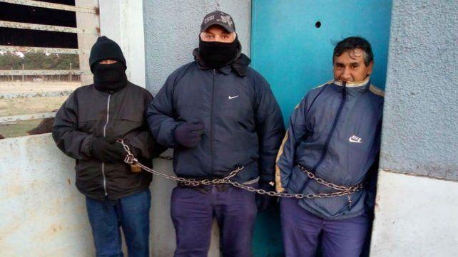 Trabajadores de Dasa se encadenaron en reclamo de indemnizaciones