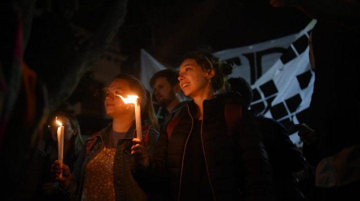 Masiva marcha de antorchas de estudiantes en defensa de la Universidad pública