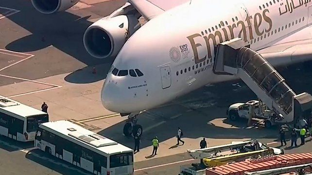 Mantuvieron aislados a 500 pasajeros de un vuelo por una enfermedad
