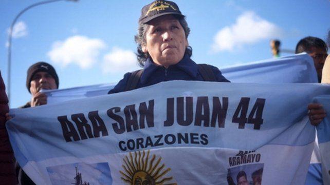 Búsqueda. Los familiares de los 44 tripulantes lucha por lograr el hallazgo del submarino desaparecido.