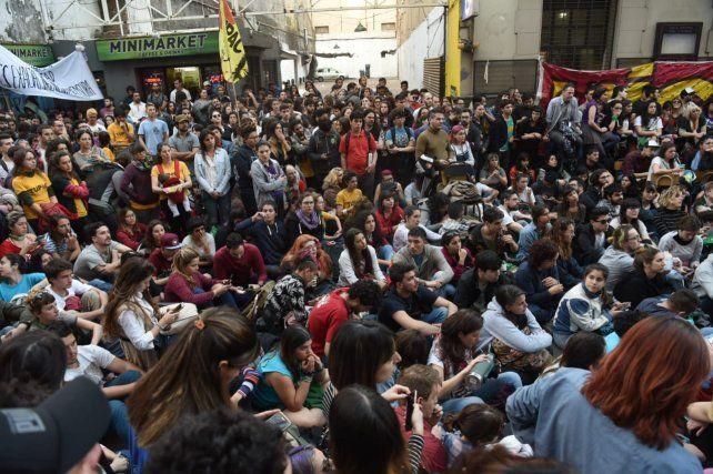 <b>Masivo.</b> Ayer, Entre Ríos al 700 estuvo llena de estudiantes en una histórica jornada.