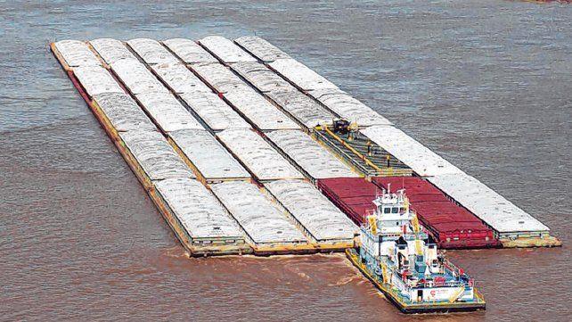 autopista de agua. El transporte de granos por la hidrovía Paraná Paraguay suma volumen de carga.