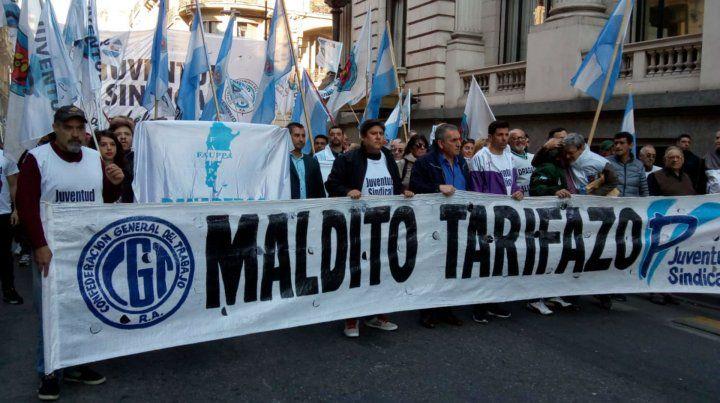 Gremios y organizaciones sociales se movilizan contra el tarifazo