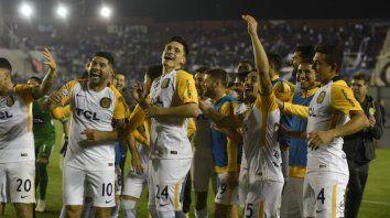 Un buen momento. El Canalla sigue en carrera en la Copa Argentina tras ganar 5 a 3 en los penales.