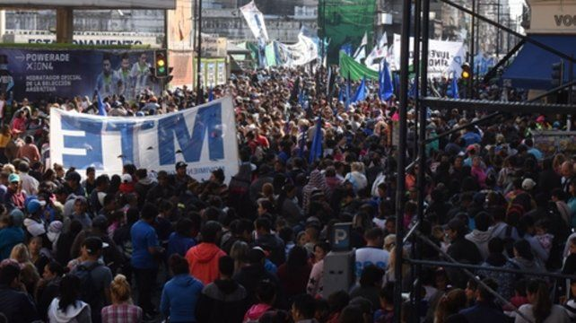 ¡Ya basta! Los manifestantes reclamaron que se frene el tarifazo.