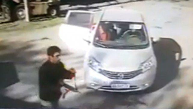 Secuestro grabado en video. Ese vehículo apareció quemado en Pérez horas después.