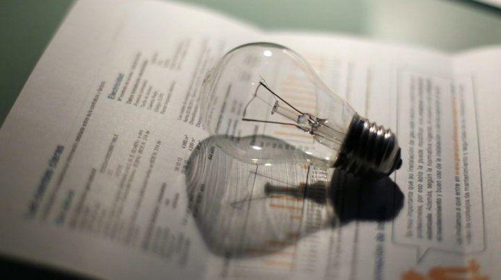 El gobierno suspendió el traspaso de la tarifa social de la luz a las provincias