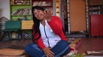 La seño de matemática que también lee. Así la llaman a Alejandra sus alumnas y alumnos por su amor por los libros.