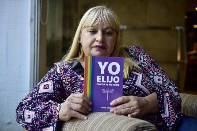 Al frente. Elena Moncada pasó de trabajar en la calle a poder escribir un libro y armar una ONG.