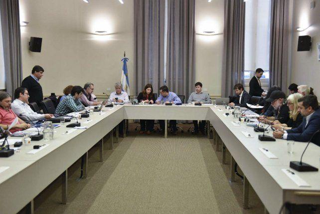 La reunión de ayer se realizó en el Palacio Sarmiento y fue encabezada por el ministro Finocchiaro.