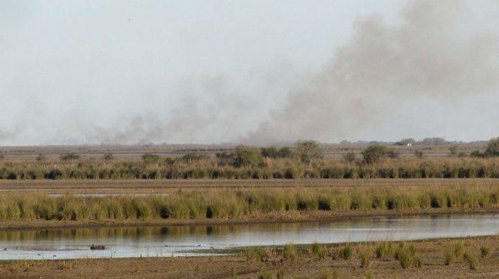 La persistente quema de pastizales en la zona de islas viene causando un sinnúmero de trastornos.