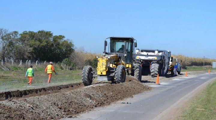 La obra. La ruta se reconstruye con cemento y luego con una capa de concreto asfáltico en caliente.