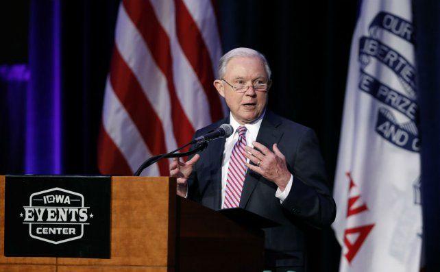 Presión. Es impensable que el secretario de Justicia Jeff Sessions abra una investigación sobre el artículo.