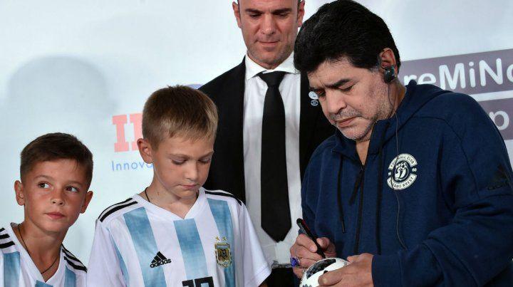 Firma. Diego Maradona