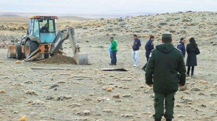Pala mecánica. Propiedades de Báez ya habían sido sometidas a excavaciones con resultado negativo.