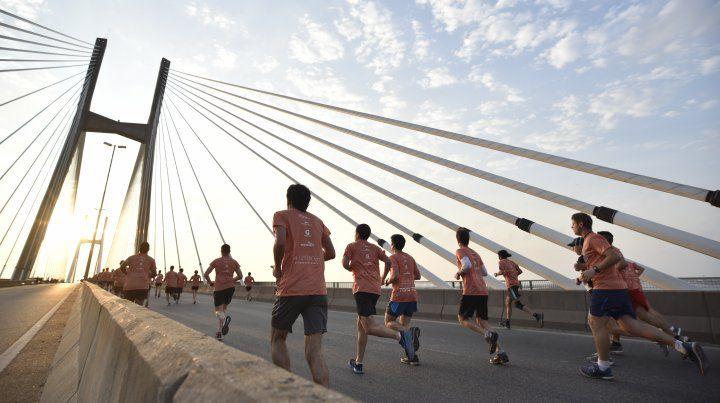 Miles de corredores coparon el puente Rosario-Victoria
