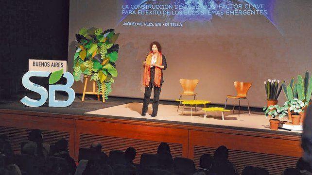 Jaqueline Pels es investigadora. Su experiencia se centra en economías emergentes y en negocios inclusivos.