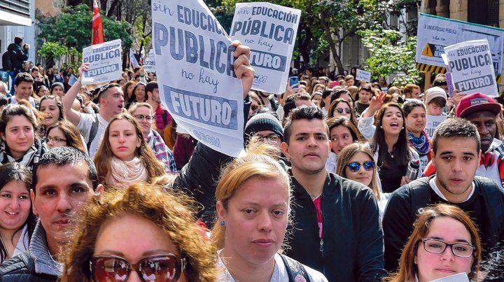 Un antes y un después. La movilización de docentes y estudiantes puso a  la defensa de la Universidad estatal en el centro de la escena pública.