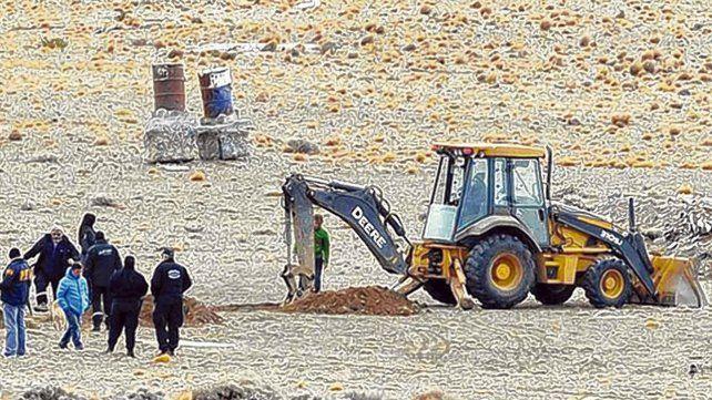 La búsqueda. Personal de Gendarmería y otras fuerzas revisan el campo cercano a El Calafate.