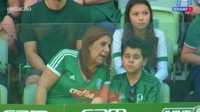 El emotivo video de la madre que le relata los partidos a su hijo no vidente