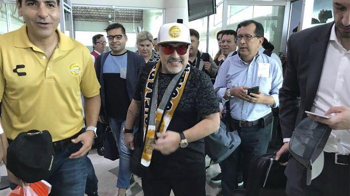 Maradona fue presentado como DT en México: No vinimos de paseo