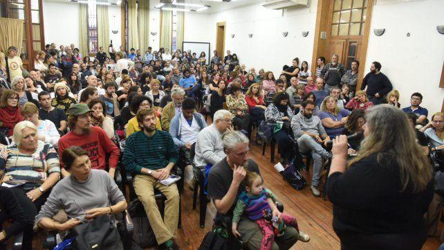 Los docentes universitarios rosarinos votaron a contramano de la federación nacional con serios cuestionamientos a Conadu.